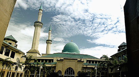 http://adlankhalidi.com/wp-content/uploads/2010/02/masjid-shas-uiam-iium.jpg