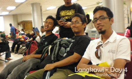 langkawi-day4-airport-waiting.jpg
